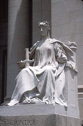 Patung Dewi Keadilan (Lady Justice) atau Justitia, personifikasi kekuatan moral yang mendasari sistem hukum, terutama di Dunia Barat