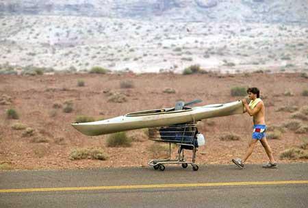 menggunakan kano untuk menyusuri Grand Canyon